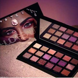 """🌄Huda """"Desert Dusk"""" Eyeshadow Palette"""